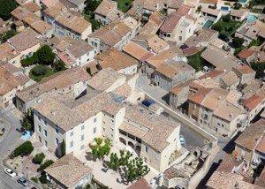 Photographie aérienne du château de Saze dans le Gard dans Bapteme de l'air chateau-de-saze1-300x214